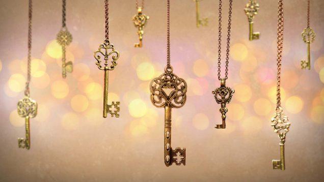 Schlüssel an einer Kette hängen runter