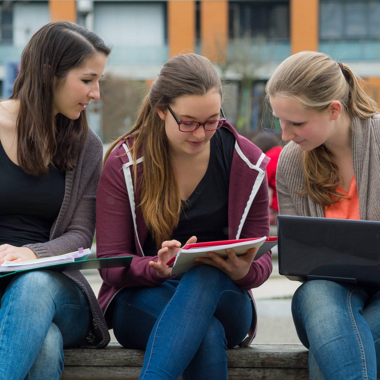 3 Mädchen die lernen